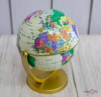 Маленький крутиться глобус Землі