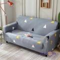 Универсальный еврочехол на двухместный диван (серый в треугольник) 145-180 см